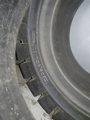 28*9-15 Forklift Tyres For Sale