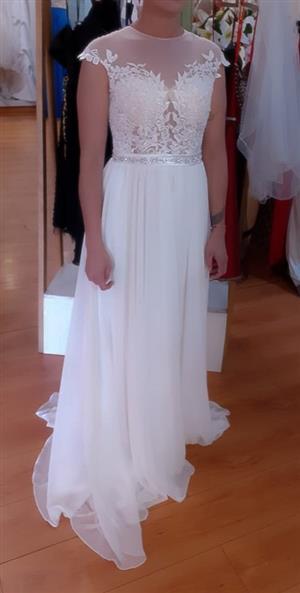 WEDDING DRESS FOR SAL