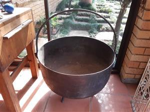 Huge cast iron Potjie size 20, 63 cm diameter, 40kgs!