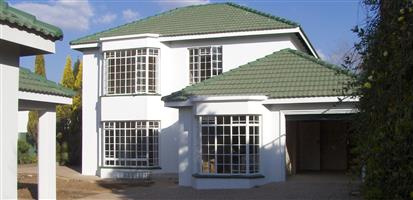 Luxurious townhouse to rent in security complex