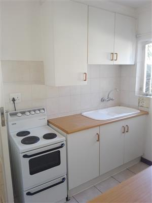 cottage with own kitchen, lounge, bath and shower. Covered parking