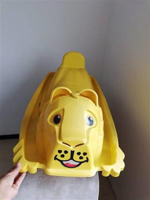 Yellow lion kiddies rider