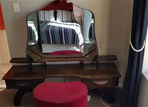 VINTAGE BEDROOM SUITE - VERY GOOD CONDITION - DON'T MISS OUT
