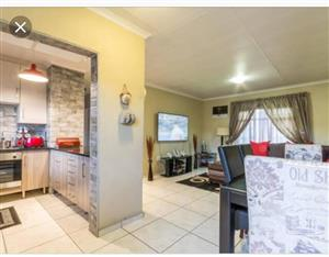 Seeking Housemate to share apartment in fairland or Constantia Kloof