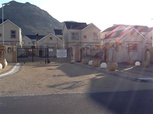 SPECIAL OFFER: ONE MONTH DEPOSIT AND REDUCED RENT FOR 3 BEDROOM DUPLEX, AURORA SANDS, MUIZENBERG