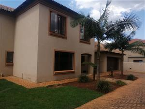 REDUCED!!!!!!!!!         STUNNING 3 BEDROOM HOUSE TO RENT - BOUGAINVILLEA ESTATE MONTANA...