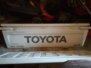2005 Toyota hilux tailgate