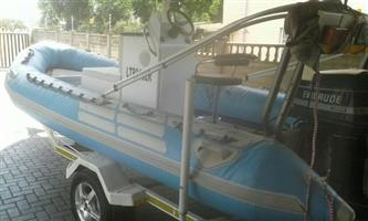 Evenrude V4 90 5,5m Rubberduck radio lifejackets trim & tilt trailer met Mag rims