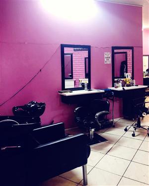 Salon chais/ mirror to rent