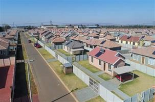 WORKAHOLIC CANVASSERS OF BUYERS FOR NEW HOUSES IN LEHAE, LENASIA,EVATON AND SAVANNAH