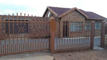 A neat 3 bedroom house to rent in soshanguve ww