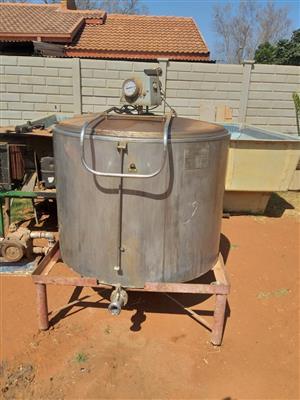 Milktank and milkmachine for sale