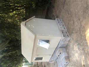 Play house / dog house / shed
