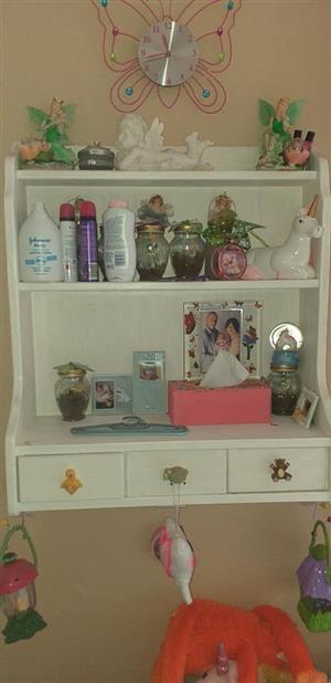 White wall mounted shelf
