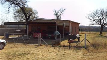 2 Slk huis te huur 15 km buite Brits op R511 Thabazimbi pad.