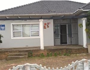 3 Bedroom house for sale in Avondale, Parow East.