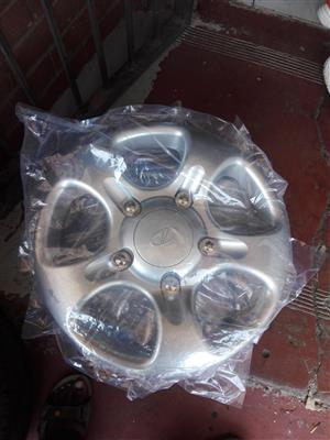 Mahindra original hubcaps or wheel caps size 16 Brand new and standard steal rims
