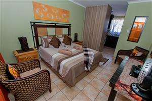 Furnished Neat spacious Batchelor Flat with covered parking. Rynfield AH Benoni.