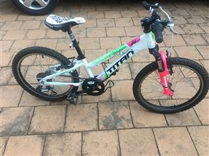 R 1 600 For Sale. Selling ... 67b8973e7