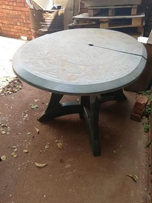 Round damaged table for sale
