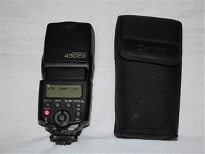 Canon Speedlight Flash 430EX, including pouch and 4 Rechargeable batteries