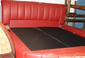 Round sleigh bed S030701A #Rosettenvillepawnshop