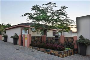 SAMANTHA'S PLACE (3 BED SMALL GARDEN) - CENTURION