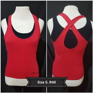 Red size small fitness top