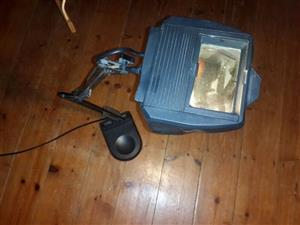 Desktop magnifying light with heavy stand all in very good condition
