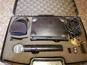 SHURE Cordless Microphone UT2 with Diversity Receiver UT4