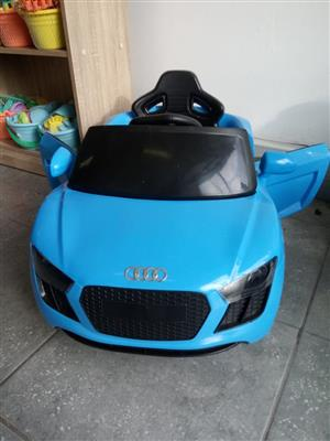 AUDI R8 SPYDER KIDS ELECTRIC CAR