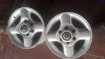 Nissan Np300 original alloy mags size 16 a set still in good condition