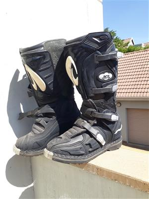 Size 7 Forma Moto-X Boots for sale.