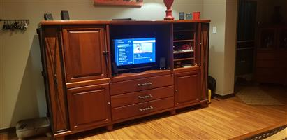 Genuine cherry wood tv set