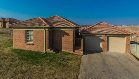 3 Bedroom House For Sale in Rooihuiskraal North, Centurion