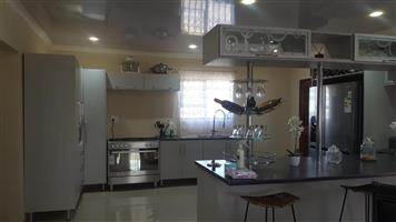 Modern 3 bedroom house with very low maintenance in Baillie Park