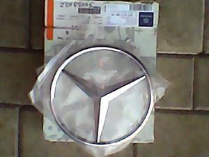 Mercedes Benz W204 Grill badge OEM