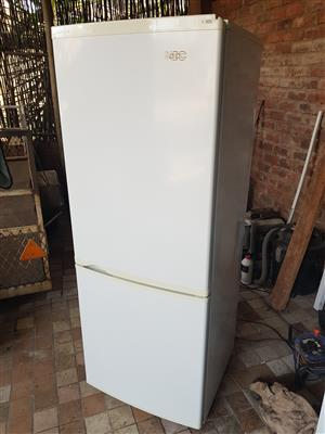 White KIC 320 liter double door fridge freezer combo in very good condition and working 100% for sale - R1595 cash if you collect.  I CAN DELIVER for R200.  Whatsapp , sms or call Pierre on 082,578,4861.