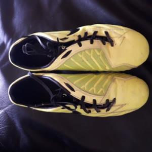 Soccer shoes_ Nike T90