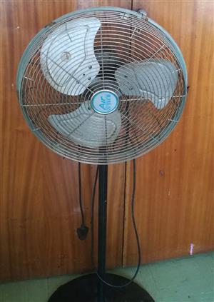 Large fan, metal blades