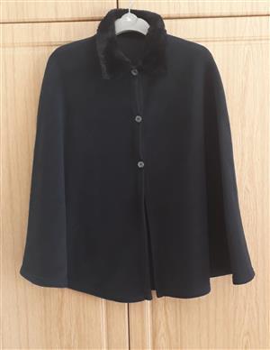 Fleece cape with collar