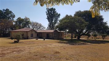 5 Bedroom House on 8.5 Ha in Vastfontein For Rent