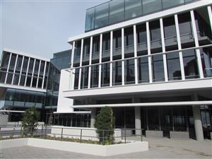 CENTURY CITY: 8000m2 Prime Office Building to Let
