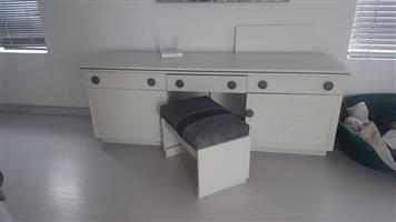 Ladies vanity dresser without mirrors