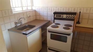 Lyndhurst 1bedroomed townhouse to rent on Johannesburg Road for R3800