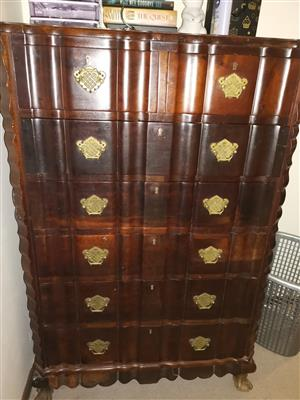 Antique Imbuia chest of drawers