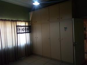 A room is available for rent R2500