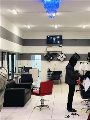 Hair stylist and nail technicians to rent a salon in Randburg