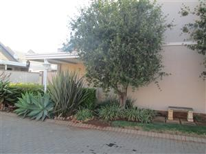 Willowpark manor Pretoria townhouse for rent in Willow estate security complex, 2 bedroom, 2 bathroom. R7500 p.m