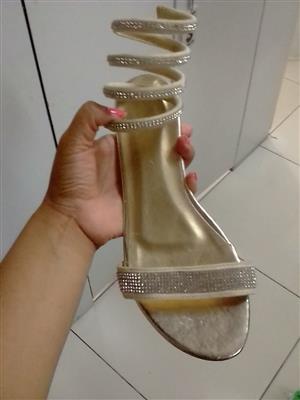 Exquisite Ladies shoes, sandals & takkies
